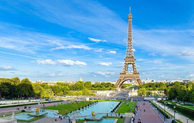 Tháp Eiffel là công trình tiêu biểu tuyệt vời nhất của nước Pháp