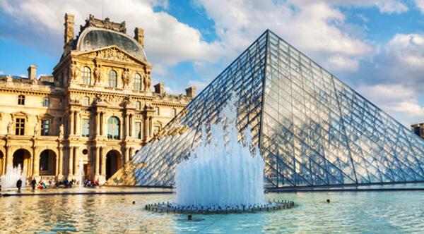 Bảo tàng Louvre với thiết kế kiến trúc đồ sộ