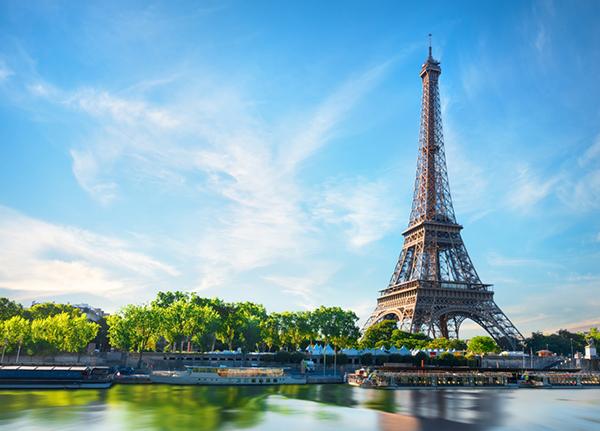 Tháp Eiffel là biểu tượng của nước Pháp